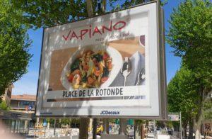 La place de Gaulle renommée par Vapiano